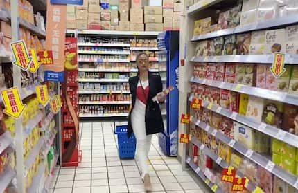 Pak na pak! Heart Evangelista, kinagiliwan ng netizens ang pag-rampa sa supermarket