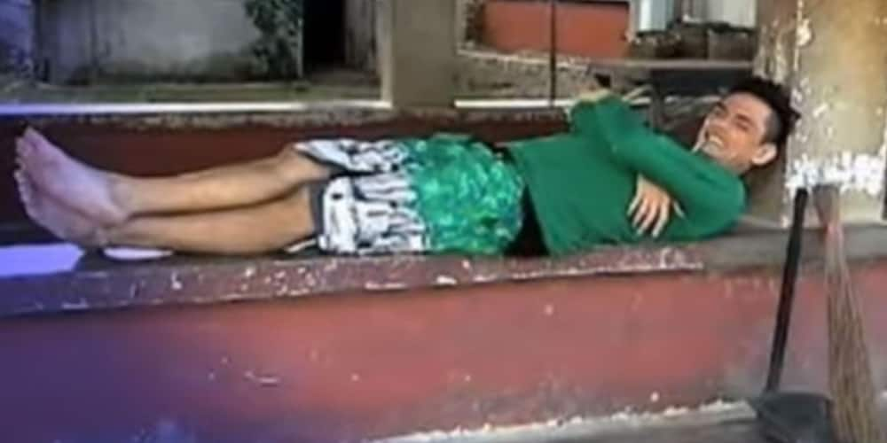 Teen star John Wayne Sace's life now surprises netizens, spotted cleaning streets