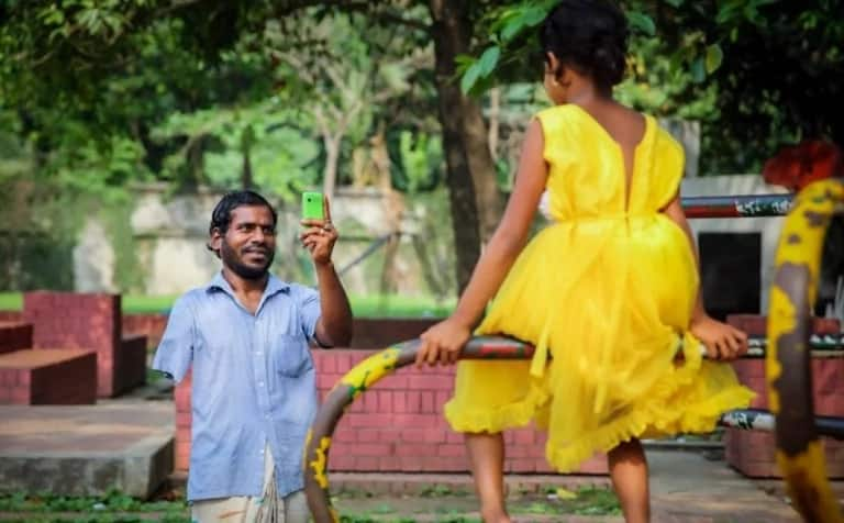 For two long years, a beggar has been saving all his money to buy a special gift for his daughter. His daughter's reaction is priceless!