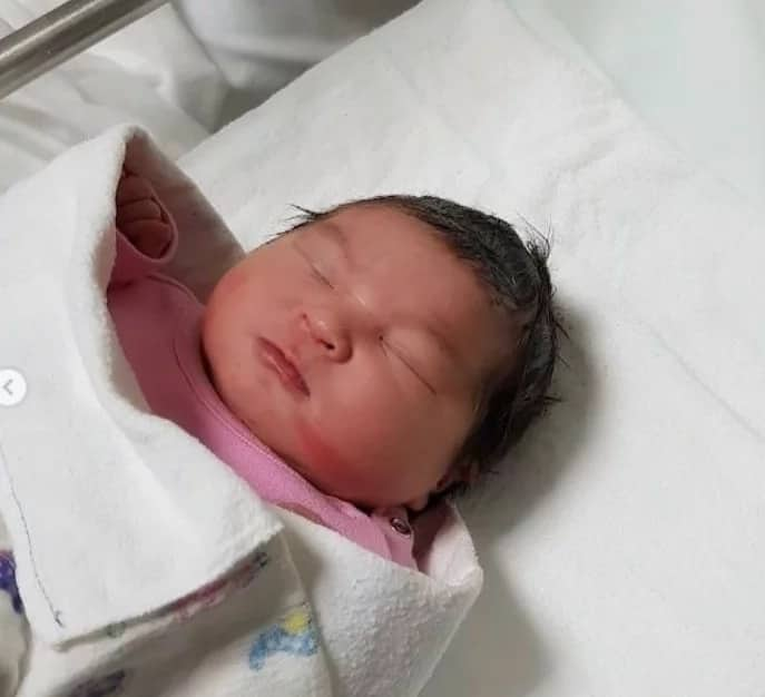 Mommy na rin siya! Mae dela Cerna of Mocha girls welcomes baby girl