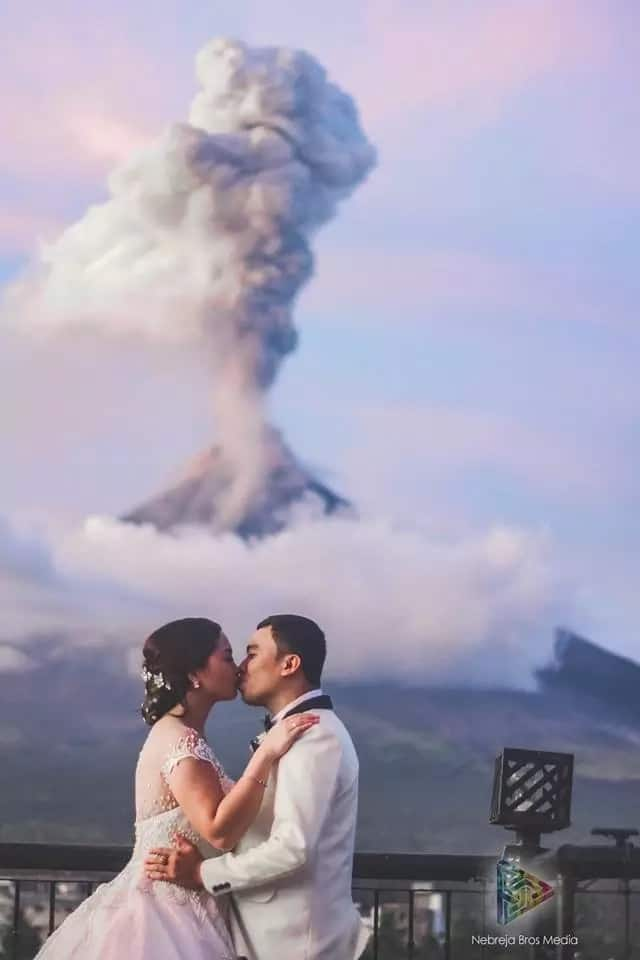 Walang makakapigil! Newlyweds' post-nup pictorial with Mayon Volcano's eruption as background goes viral