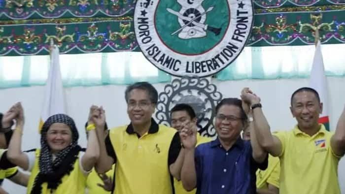Mar Roxas Brings Campaign Inside MILF Camp