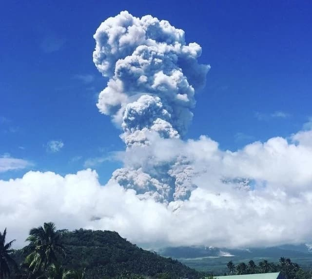 PHIVOLCS raises alert level 4 over Mayon Volcano after ash explosion