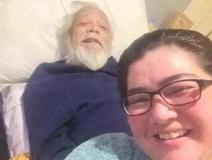 Nadia Montenegro and fellow actors aid in Dick Israel's loss