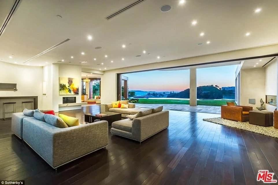 Halos PHP3M per month! Justin Bieber gives a glimpse of his luxurious and expensive bachelor pad in Beverly Hills