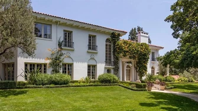 After her divorce, Angelina Jolie moved into a luxury mansion
