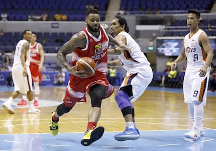 Phoenix fuels up as they beat Meralco Bolts in PBA Governor's Cup