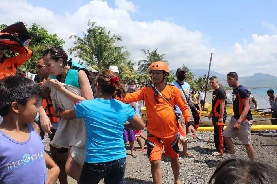 Hindi napigilang umiyak! Bianca Manalo gets emotional thanking rescuers from fishing village