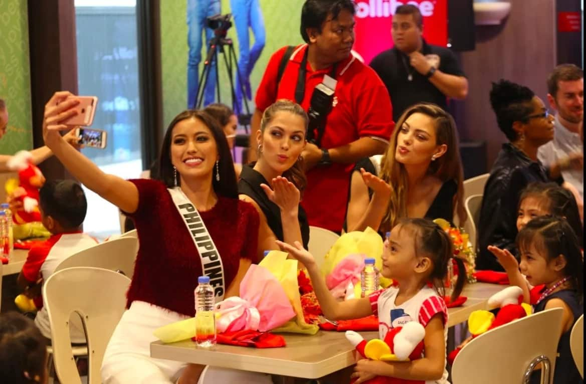 Miss Universe queens and candidates share Jollibee Chickenjoy with orphans