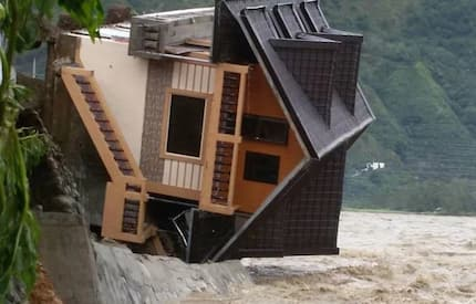 15 harrowing photos that prove the deadly force of Typhoon Lawin