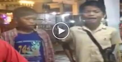 Talentadong mga bata! Poor Pinoy kids in Davao passionately sing at night market to earn money for family