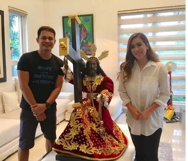 Iniligtas daw ang buhay ng kaniyang ina! Devotee Angeline Quinto receives replica of Black Nazarene