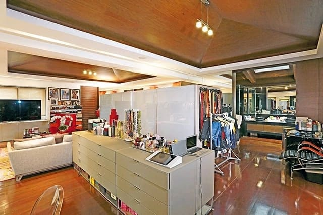 Nakakalula sa laki at grandioso ang walk-in-closet ni Jinkee Pacquiao