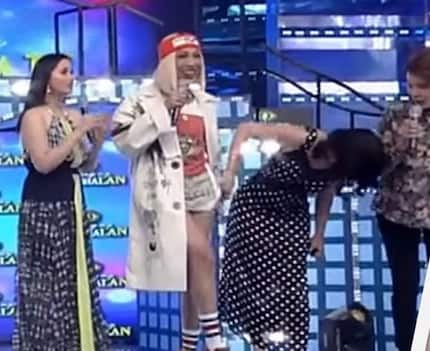 Na-wow mali! Anne Curtis lifts Vice Ganda's skirt, peeks at comedian's underwear in viral hilarious 'It's Showtime' episode