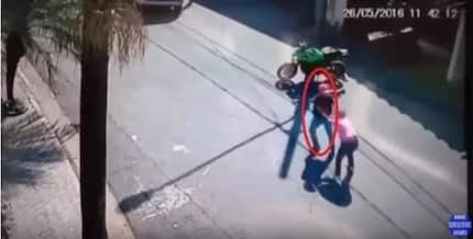 Captured From a CCTV: 3 Men Tried To Steal a Big Bike. BEWARE!