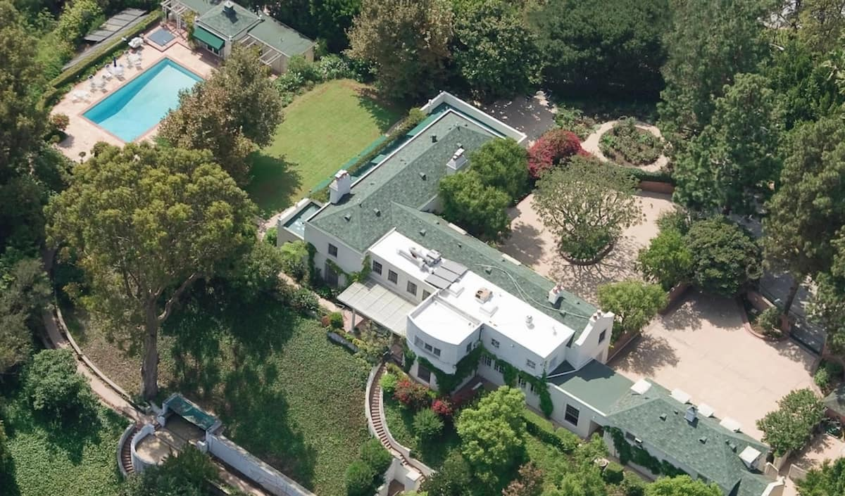 Parang nagpapalit lang ng sapatos! Taylor Swift's $25 Million Beverly Hills Mansion is just one of her many lovely homes