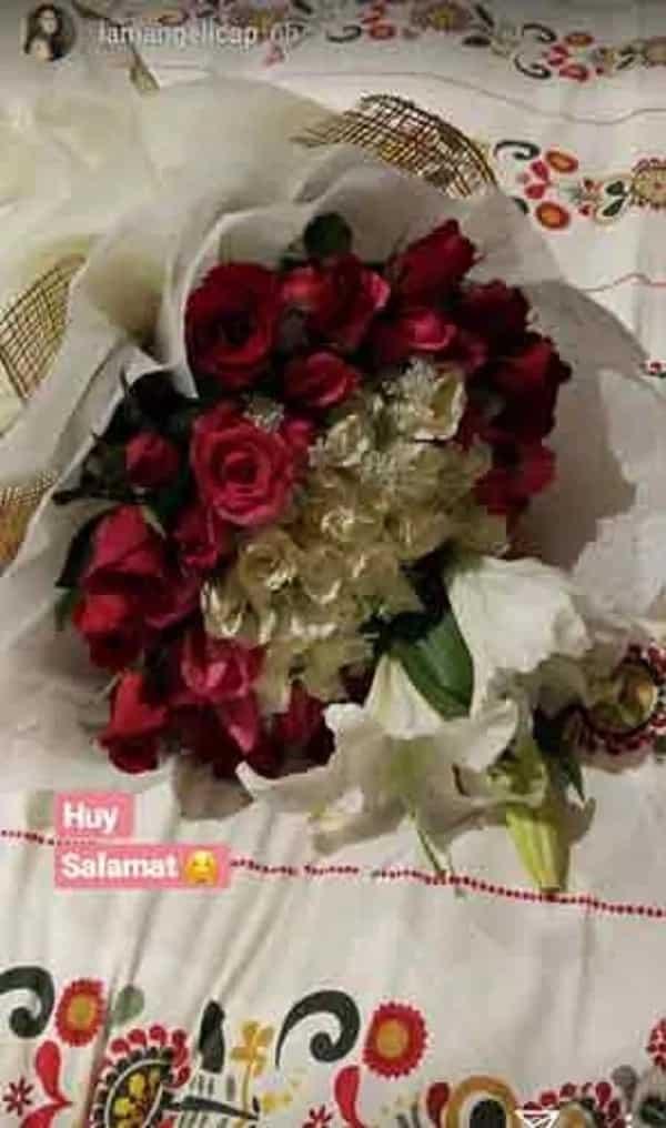 Kay bestfriend 'Carlo Aquino' kaya galing? Angelica Panganiban receives flowers from a mysterious admirer