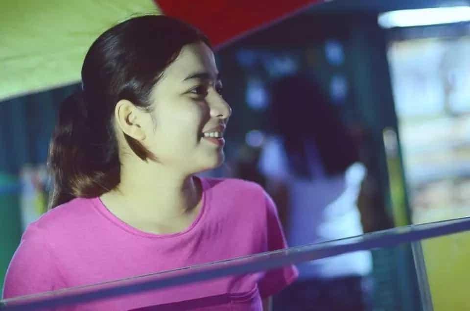 Mani vendor sa Cavite pinahanga ang marami sa taglay niyang natural na kagandahan