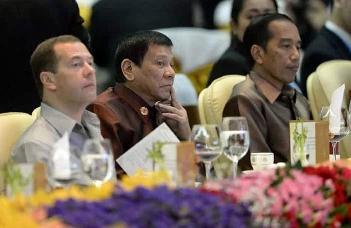 Obama tells Duterte to fight crime the right way