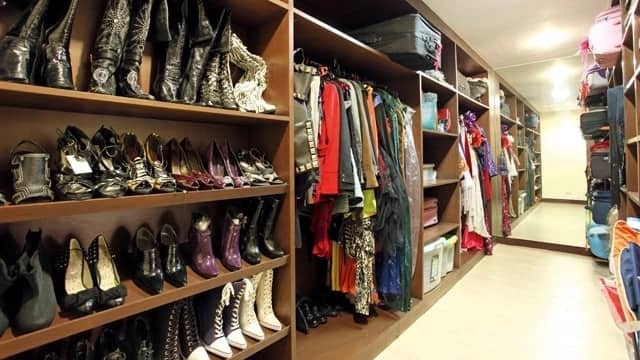 Parang nasa department store! Pasilip sa mga bonggang walk-in closets ng mga fashionista
