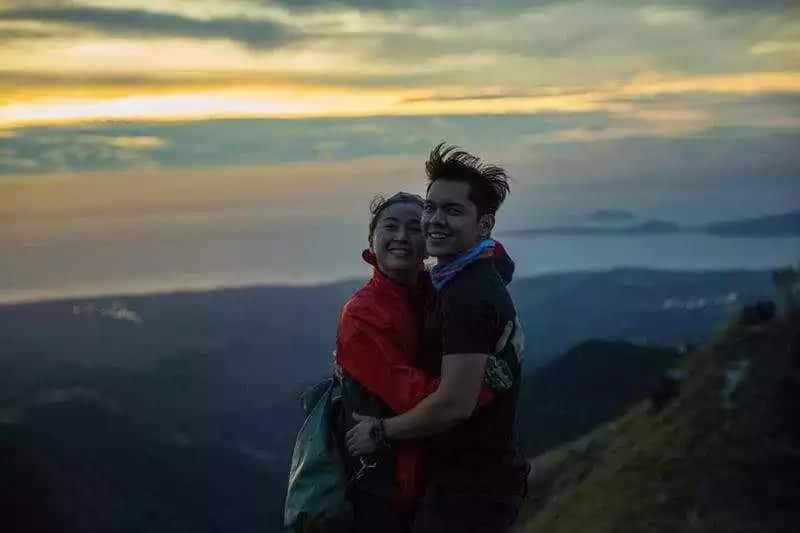 Pareho nang single! Will Carlo Aquino and Angelica Panganiban give their love a second chance?
