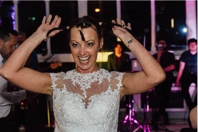 Bride shaves her head to honor groom with terminal cancer