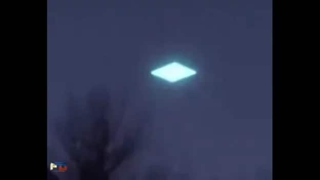 This Unidentified Flying Object Left Everyone Startled. A Netizen Caught An Unknown Object With Bright Lights Flying Through The Air.