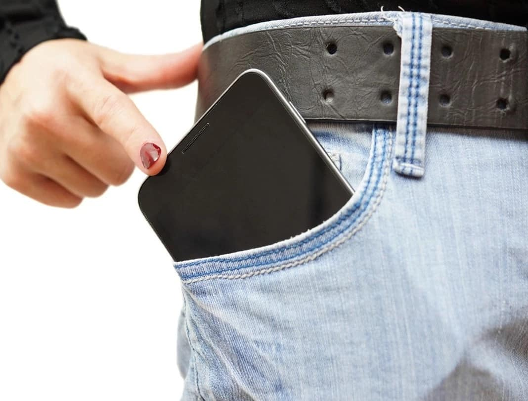 Nakakatakot naman! 3 Hidden dangers of putting cellphones inside your pocket