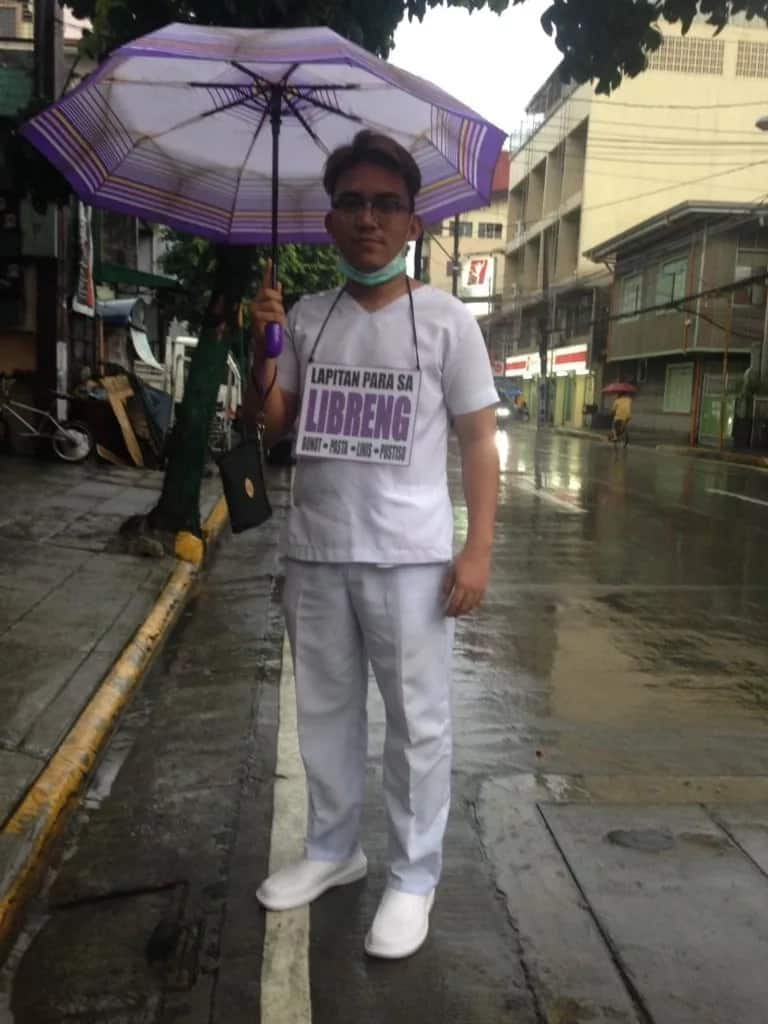 Future dentists wear placards in public offering 'libre bunot, linis, pasta at pustiso'