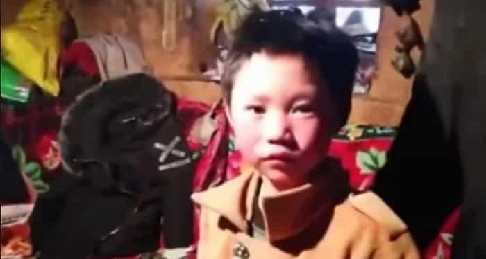Kahanga-hanga ang sipag at tiyaga niya sa pagpasok sa paaralan! Boy's hair is totally frozen after walking an hour in a -9 winter morning