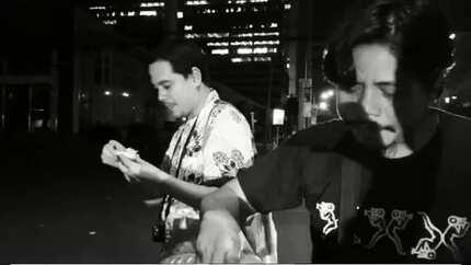Pinaninindigan niya! John Lloyd Cruz bent on living the 'simple' life, caught on video eating balut on streets