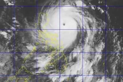 Pray pa more! Filipinos react to Super Typhoon Lawin!
