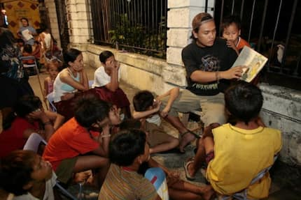 DSWD warns public not to give alms to beggars this Christmas season
