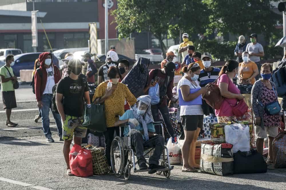 Netizens, umalma sa pagtugtog ng PNP band sa gitna ng libu-libong stranded na Pinoy