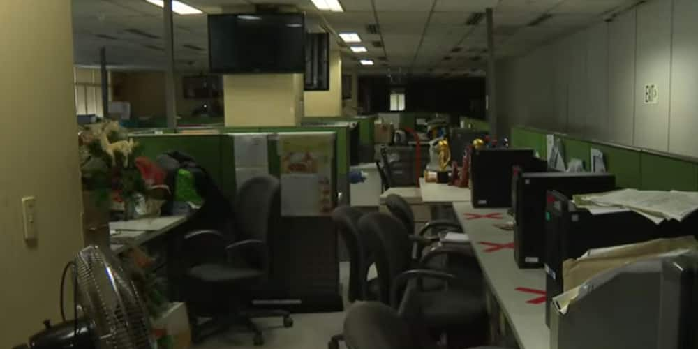 Video of emotional ABS-CBN employees' clearing their desks amid empty office goes viral