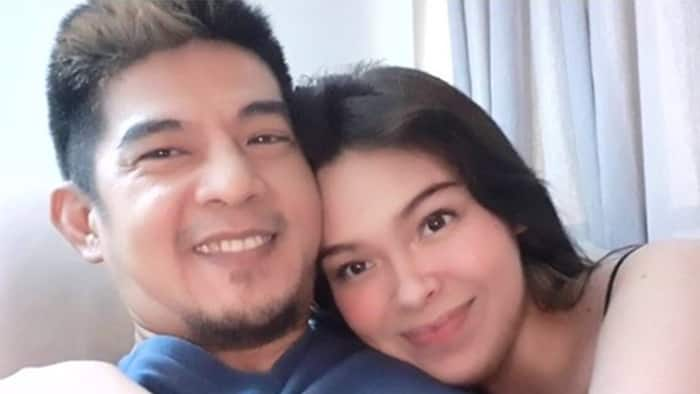 Romnick Sarmenta, girlfriend Barbara Ruaro post sonogram of their baby