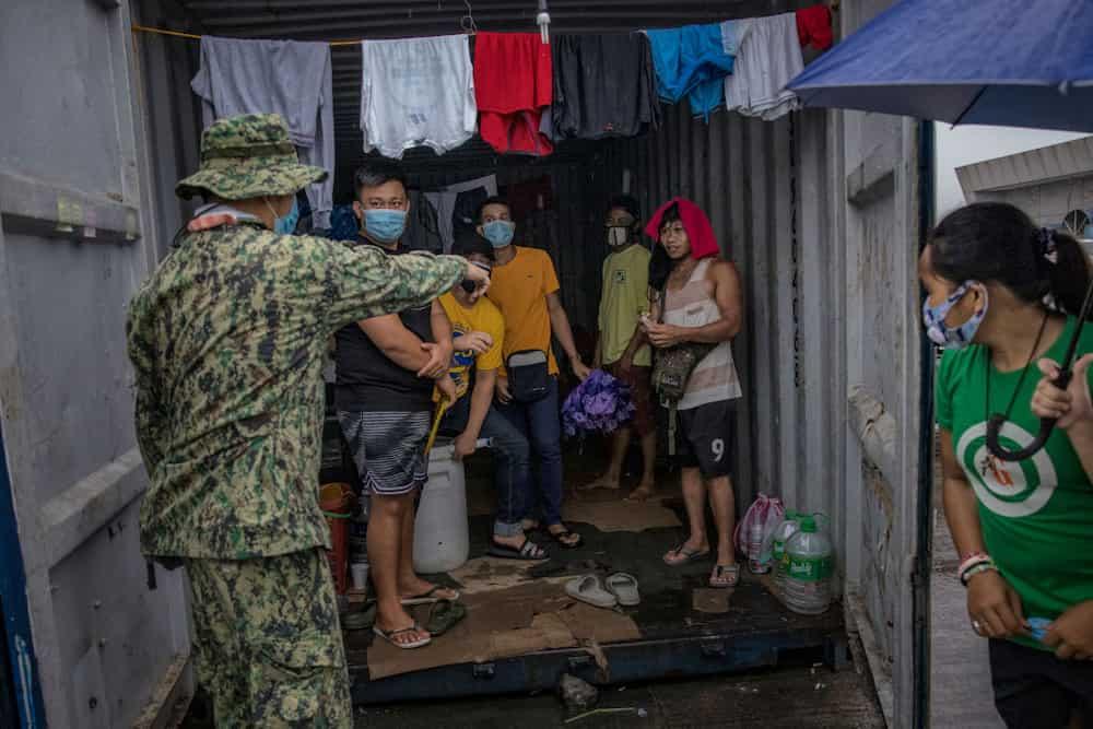 Huli sa akto! 16 magbabarkada, arestado matapos mahuling nag-iinuman sa isang party
