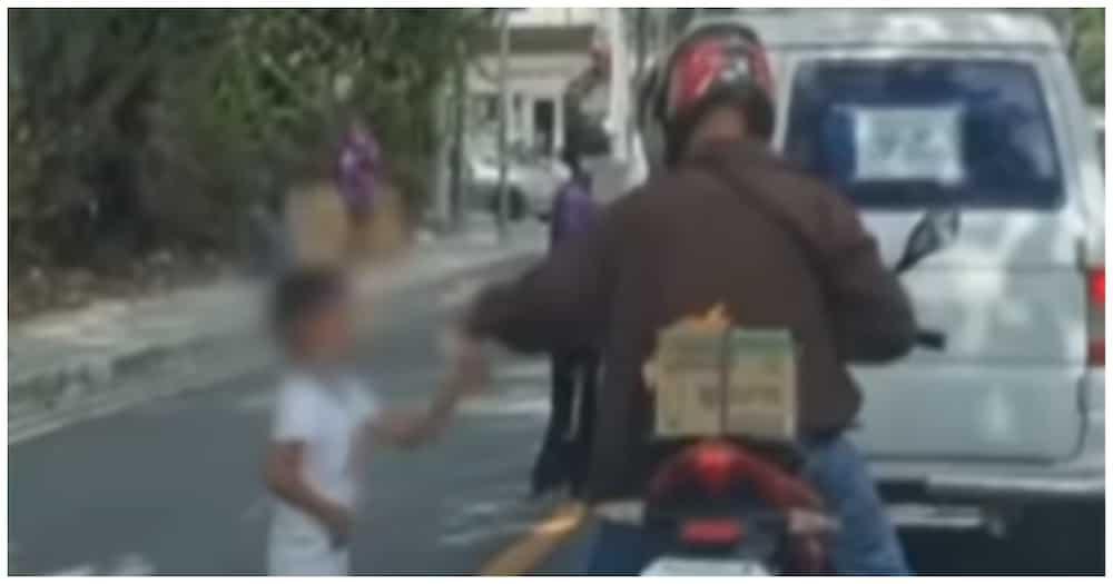 Batang lalaki, napatalon sa tuwa sa tila maagang pamasko na bigay ng isang rider