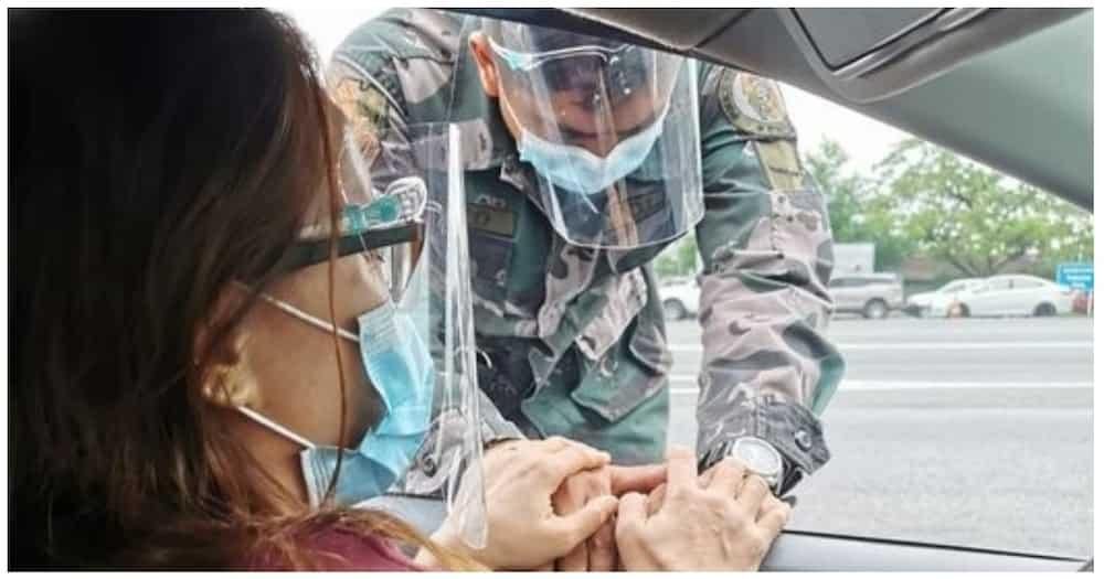 Pulis, nagpadasal sa napadaang pastora sa checkpoint
