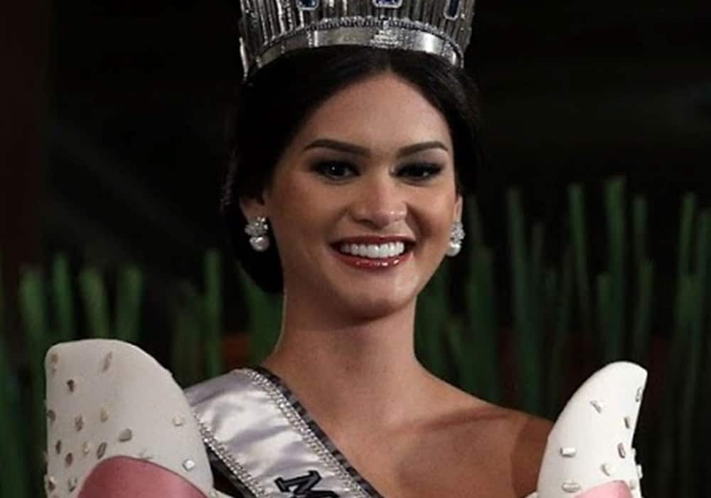 Photos of Pia Wurtzbach and Jeremy Jauncey's vacation in Greece go viral