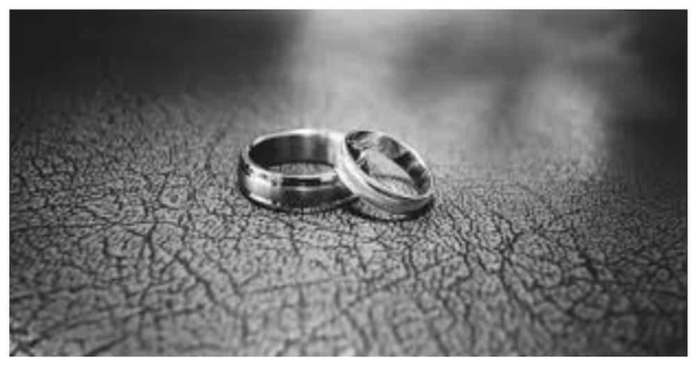 Larawan ng bride at groom, viral dahil sa nakaktunaw ng pusong caption nito