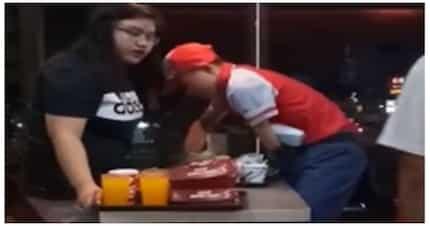 PWD crew ng Jollibee, umani ng papuri mula sa mga netizens