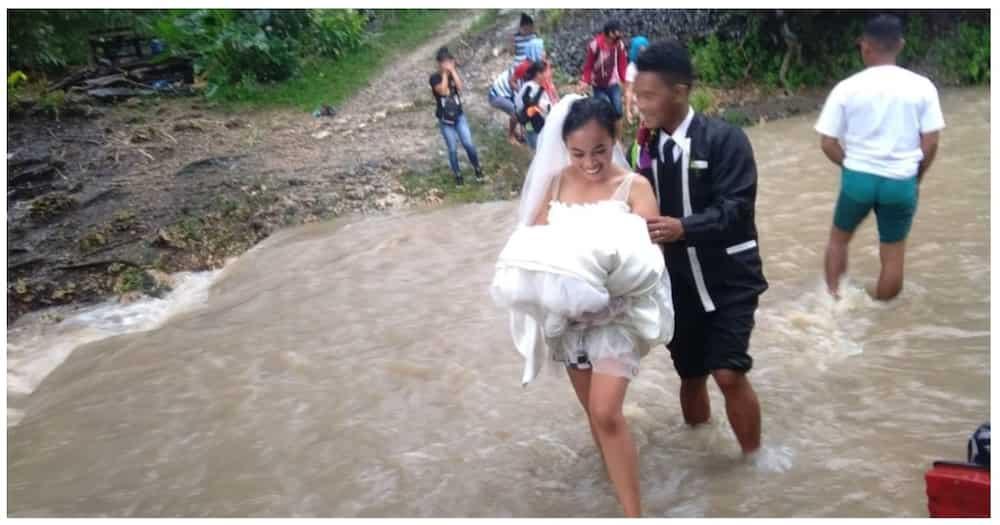 Bride at groom, lumusong sa baha maituloy lamang ang kanilang kasalan