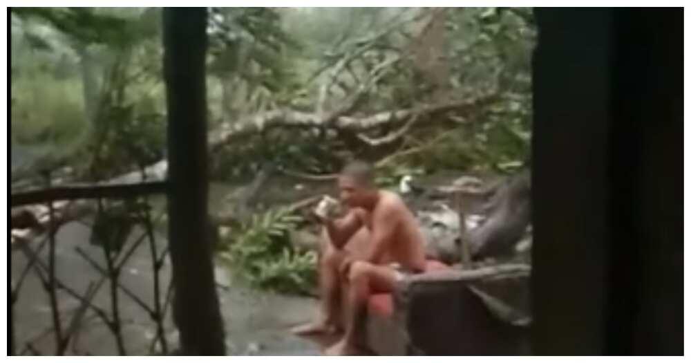 """Video na lalaking nagkape at tumambay pa sa labas ng bahay sa kasagsagan ni """"Rolly"""", viral"""