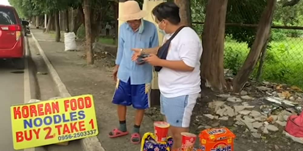 Korean sells noodles in the streets after he got stranded in PH due to lockdown