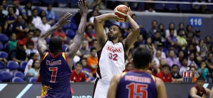 PBA import Mike Harris, nanglibre sa mga street children sa isang fast food
