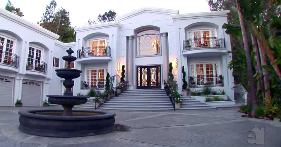 Sosyal talaga! Ang mga bigating kotse at mansion ni Manny Pacquiao
