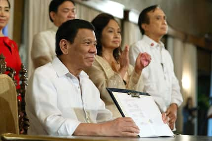 Pres. Duterte approves '1,000 Days' law