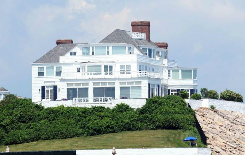 Taylor Swift Gives A Glimpse Of Her Stunning & Luxurious Homes