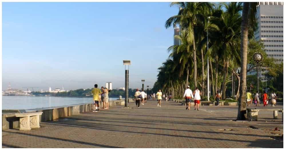 Manila Bay, patuloy na dinadagsa para lang masilayan ang 'white sand'